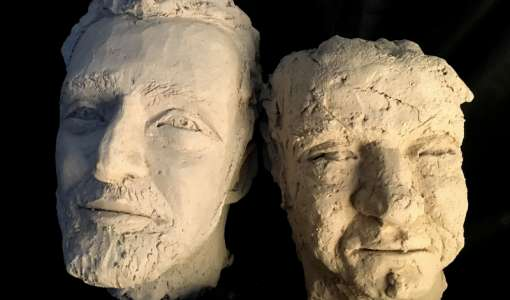 Masken, Fratzen und Gesichter – Köpfe aus Ton modellieren